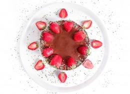 Ягодова торта с шоколад - 8 / 12 парчета, Сладкарски цех Зоя,  8 бр,  12 бр